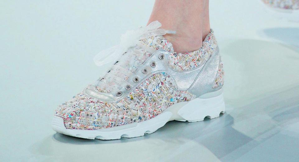 Karl Lagerfeld crea una colección de zapatos personalizados.