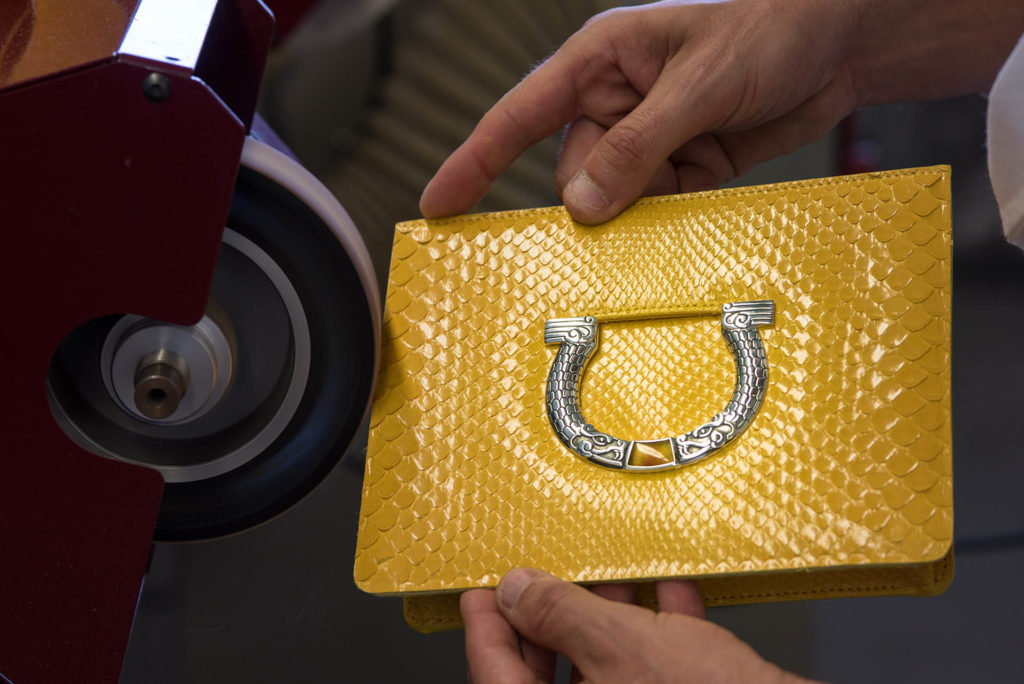 Una bolsa Ferragamo hecha con manos mexicanas #FerragamoMx