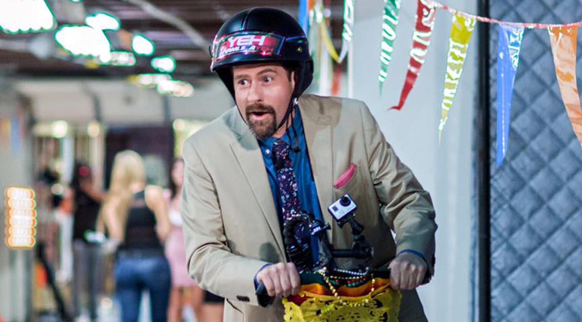 Eduardo Videgaray tiene una divertida solución a ser golpeado por una moto