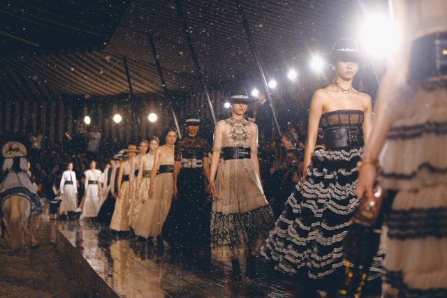 Dior se inspira en las escaramuzas en su última colección