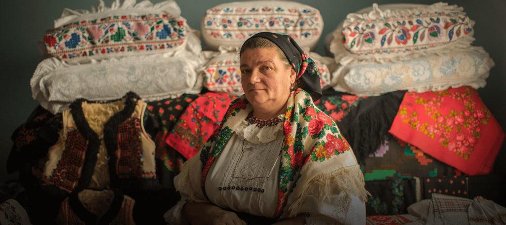 Habitantes de este pequeño pueblo de Rumania le dan batalla a Dior